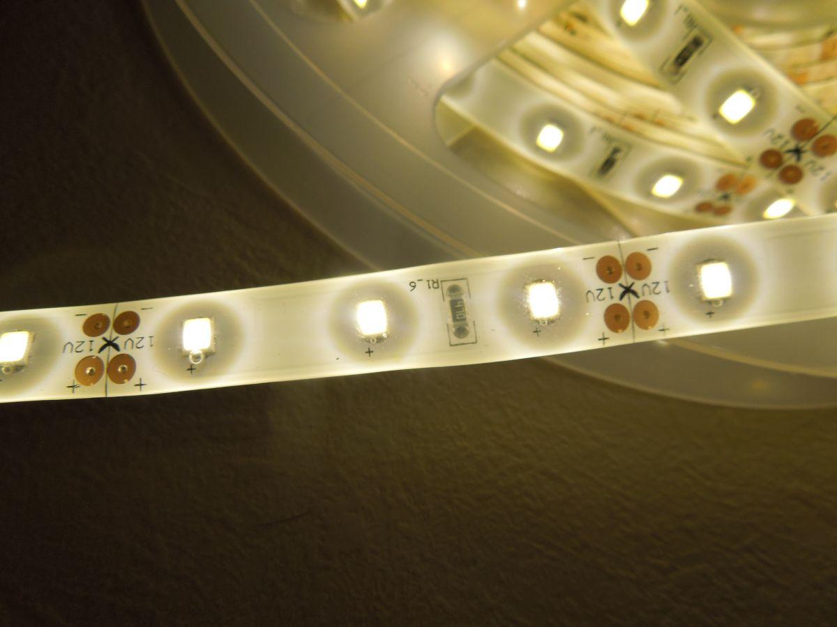 LED pásek SMD2835 60LED 14,4W/ m IP65 LS-2835-60L-IP65